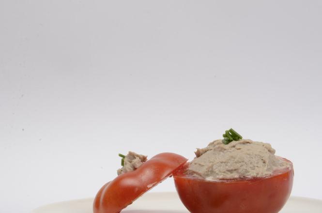 Tomates rellenos de crema de sardinas