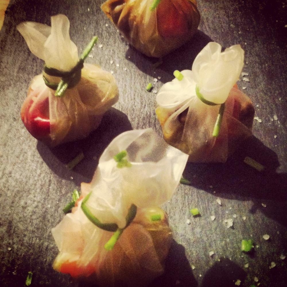 Receta de sacos de corazón de alcachofa confitados con boletus y pimientos asados