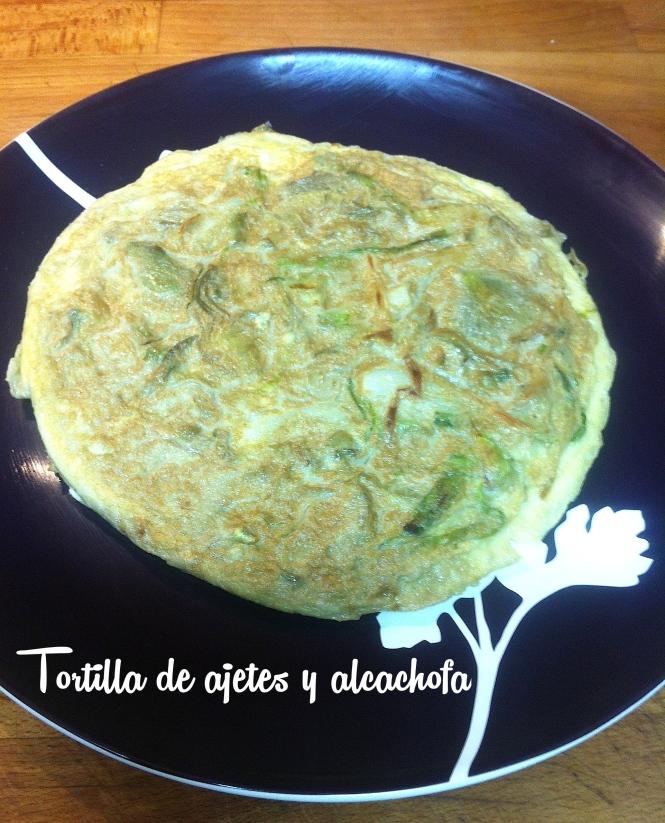 Tortilla de ajos tiernos y alcachofa