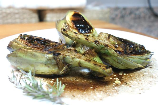 alcachofas con salsa de vinagre de módena