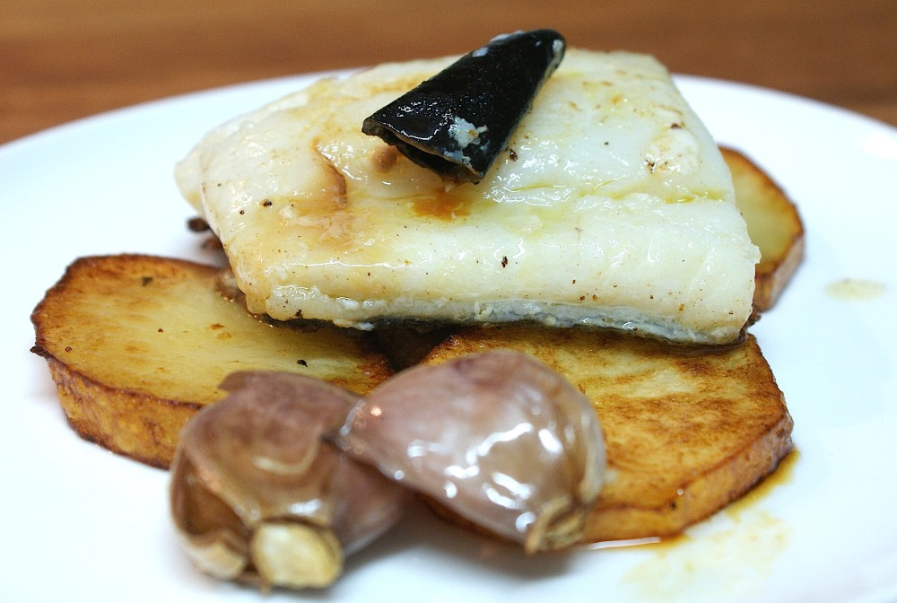 Bacalao cocinado a baja temperatura con aceite de ajo y guindilla