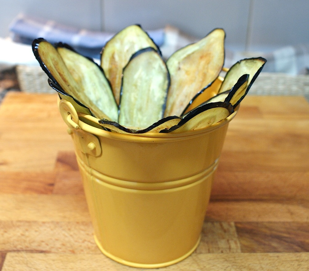 Chips de berenjena con miel de flores