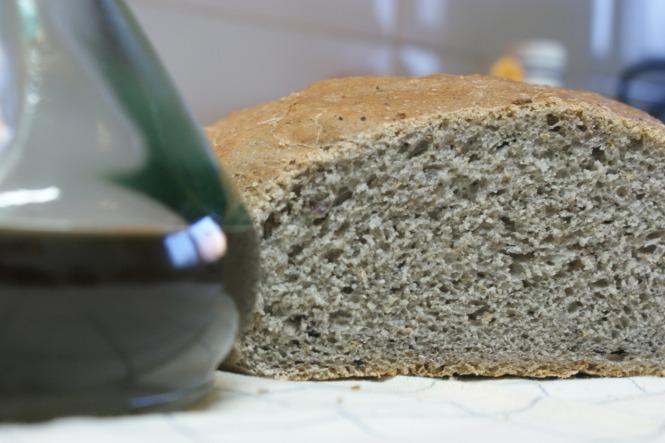 Receta de pan casero de aceitunas negras y tomillo usando thermomix