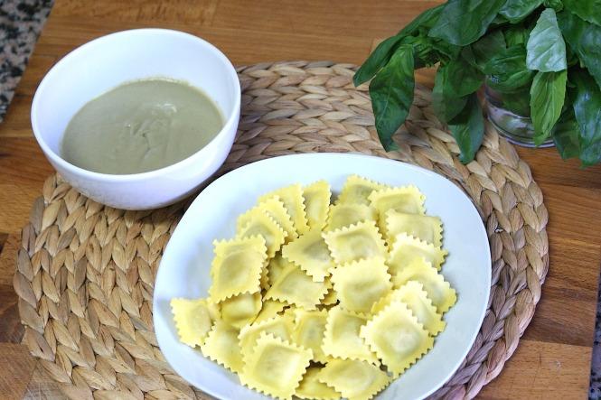 Ingredientes de receta ravioli con salsa de alcachofa
