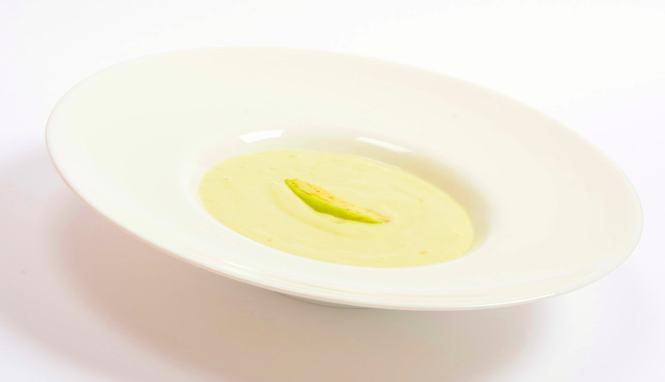 Sopa fría de aguacate y yogur