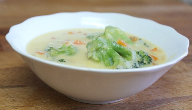 Panecillos rellenos de sopa de brocoli y queso cheddar