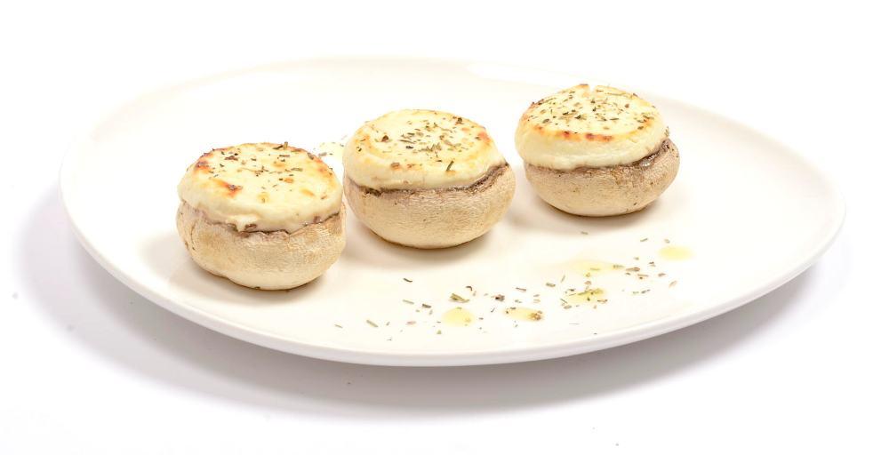 Champiñones al horno con queso de cabra y hierbas aromáticas