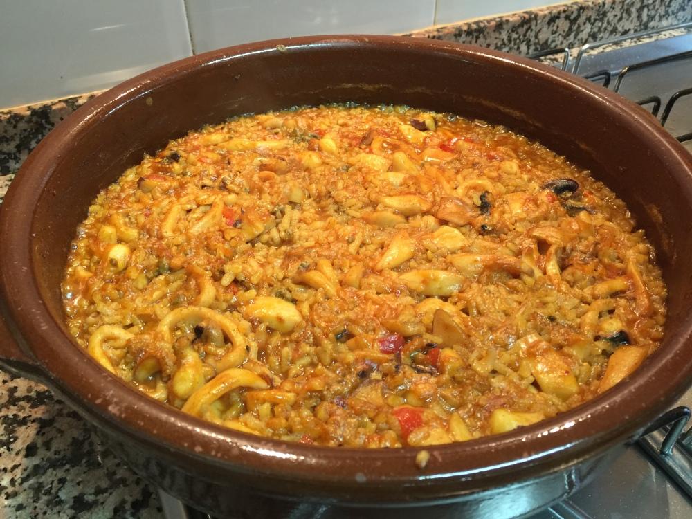 Fantástica receta de arroz a la cazuela con pimentón dulce y calamar